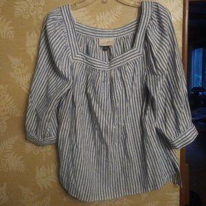 Universal Thread blue white blouse